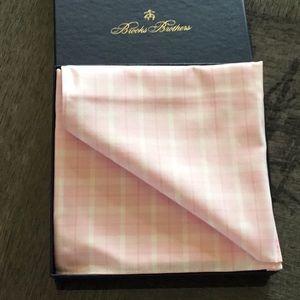 Men's Brooks Brothers pink plaid Pocket Square